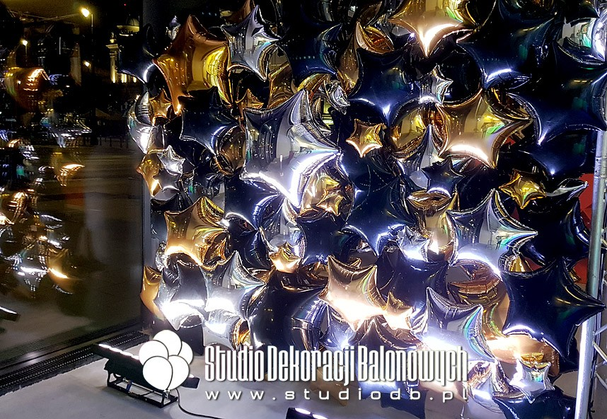 Balony foliowe jako ścianka prasowa na podczas imprezy targowej.