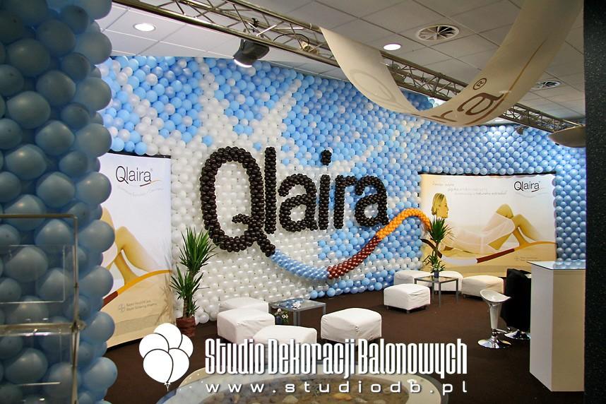 Balonowa zabudowa targowa stoiska marki Qlaira