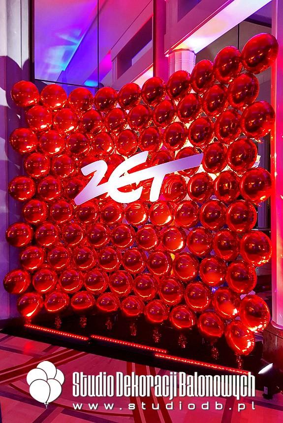 Ściana z balonów foliowych dla Radia ZET jako dekoracja strefy podczas Gali rozdania nagród Effie.