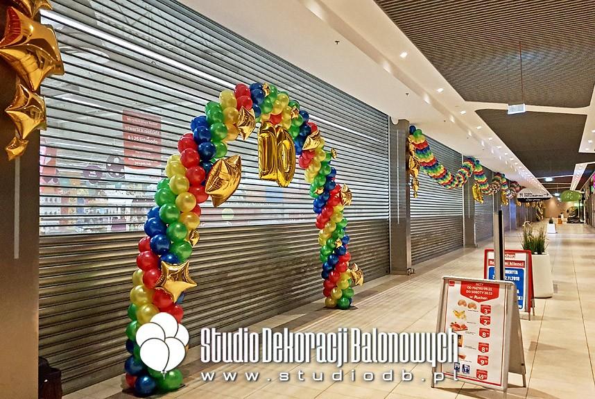 Brama z balonów jako dekoracja urodzinowa Auchan Hetmańska w Białymstoku
