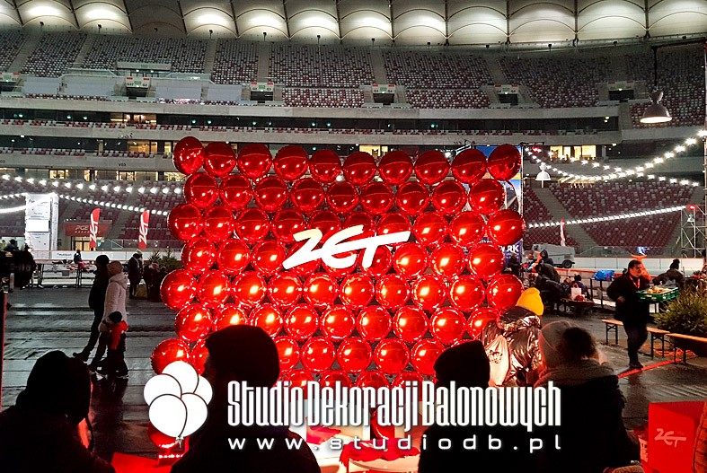 Ściana z balonów jako dekoracja studio Radia Zet