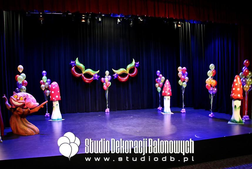 Dekoracje balonowe sceny na zabawę karnawałową dla dzieci