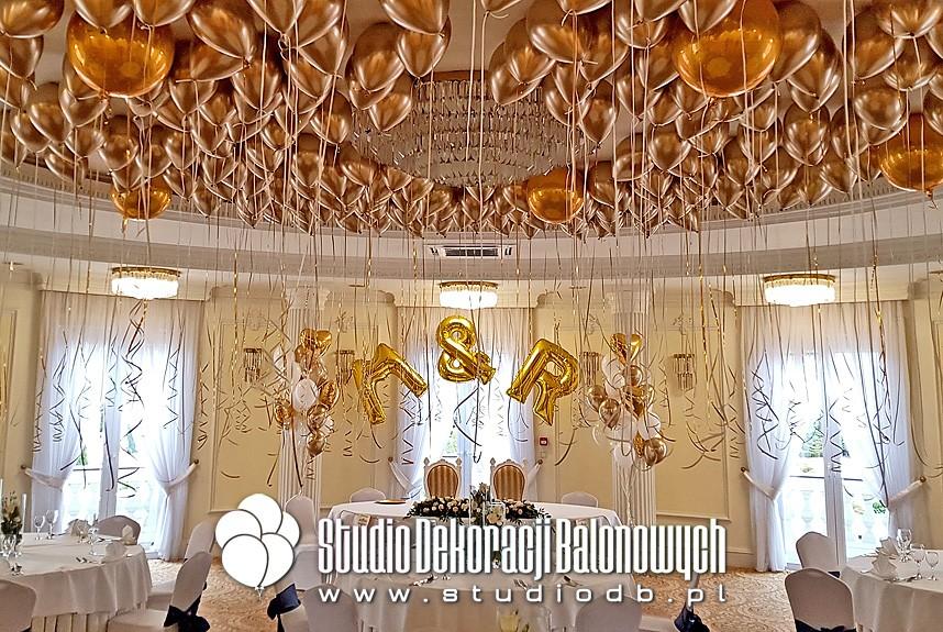 Balony Chrome i Orbz z helem jako dekoracja weselna