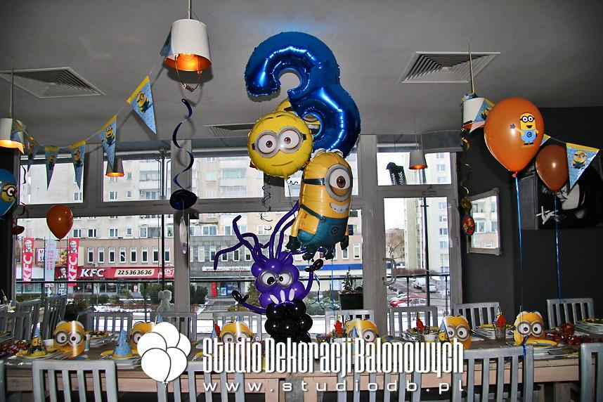 Urodzinowy bukiet balonowy w temacie Minionki