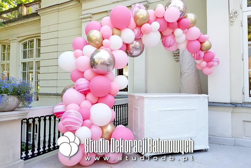 Girlanda balonowa Candybaru na przyjęciu baby shower