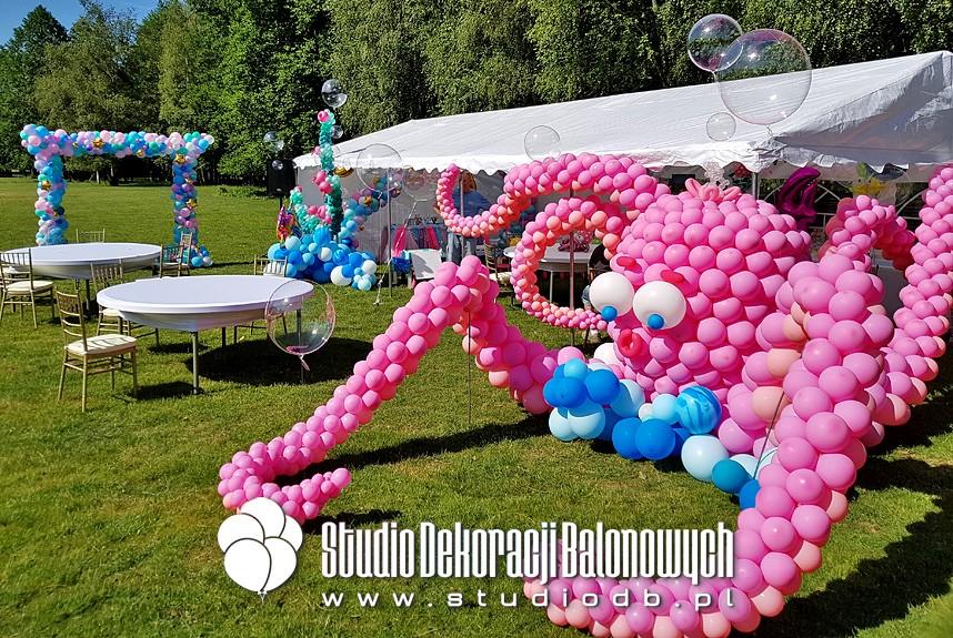 Urodzinowa dekoracja balonowa dla dziewczynki w temacie podwodny świat.