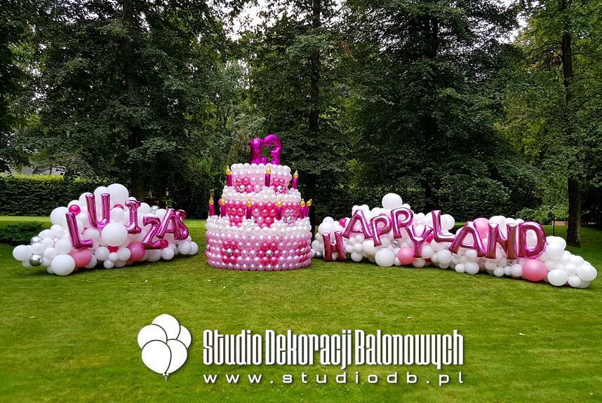 Dekoracje balonowe z okazji 13 urodzin dla dziewczynki.