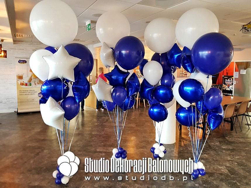 Bukiety balonowe z helem jako dekoracja biura.