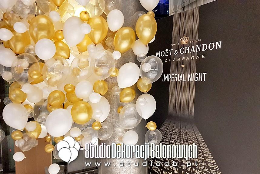 Dekoracja balonowa - Ściana a'la bąbelki szampana