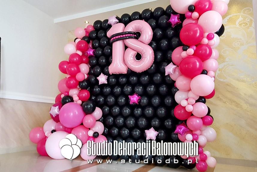 Ściana balonowa do zdjęć i dekoracja na osiemnastkę