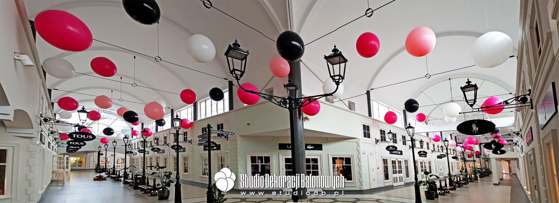 Dekoracja balonowa Centrum Handlowego Designer Outlet w Warszawie