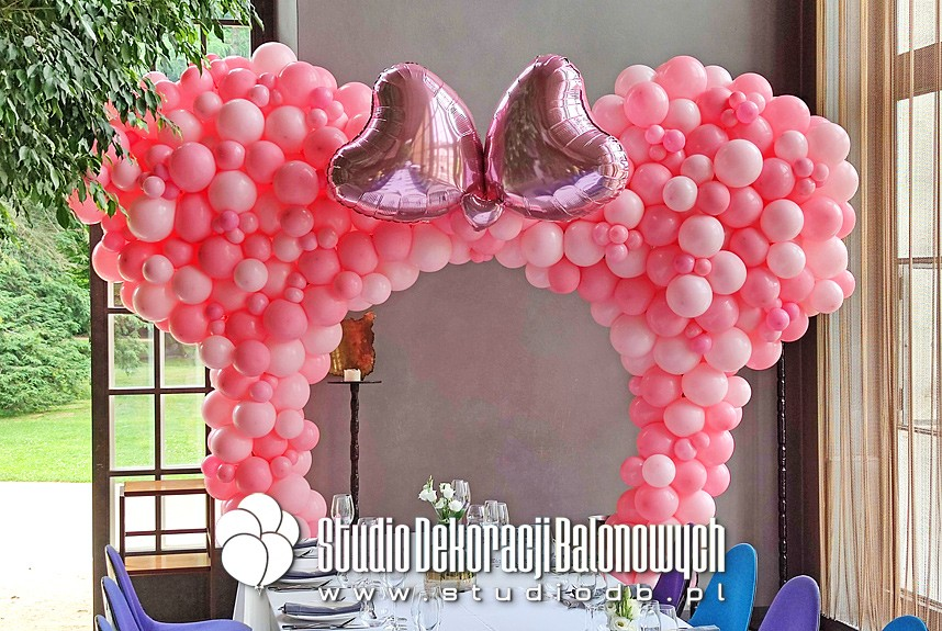 Dekoracje balonowe Warszawa - Ściana z balonów Minnie Mouse jako dekoracja na urodziny dziewczynki