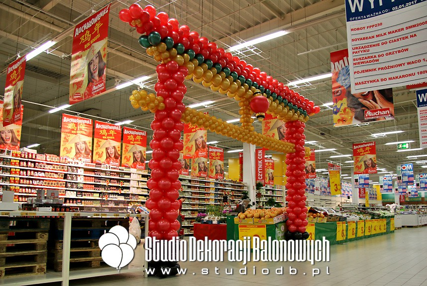 Balonowa Chińska Pagoda jako dekoracja wejścia