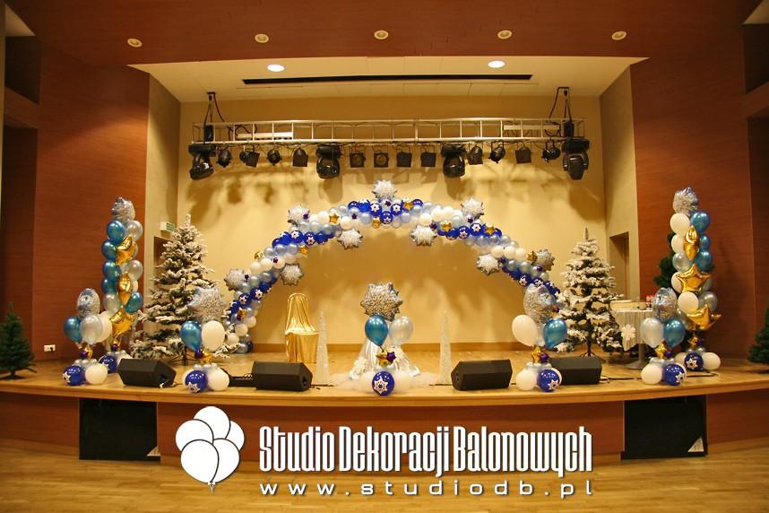 Dekoracja balonowa imprezy mikołajkowej dla dzieci