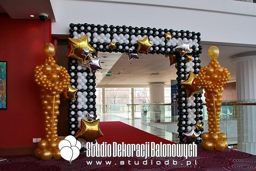 Dekoracje balonowe bankietu firmowego w temacie Oscary