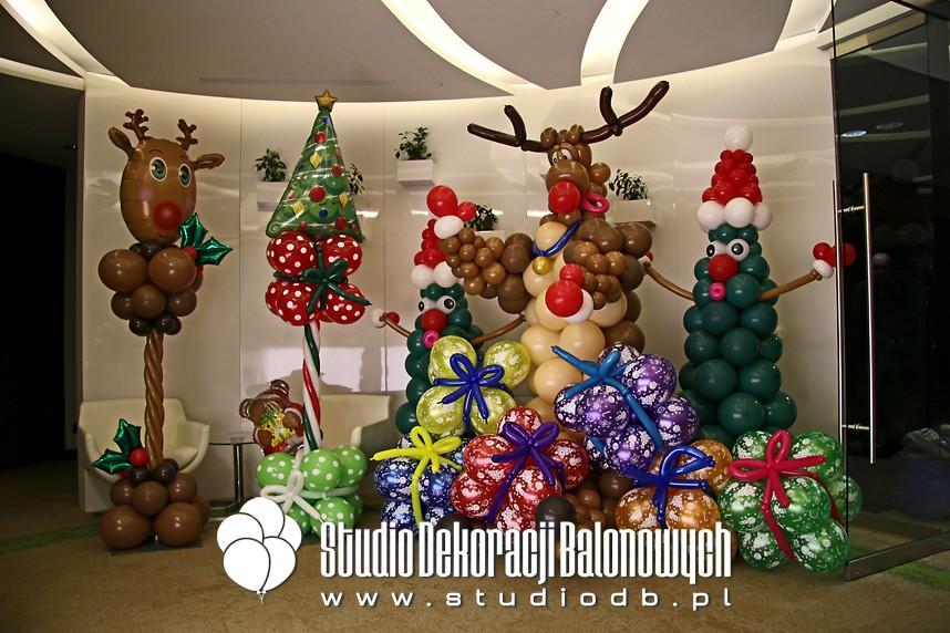 Mikołajkowe dekoracje z balonów na imprezie firmowej