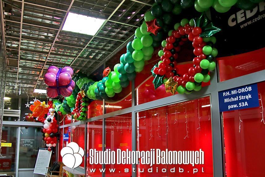 Świąteczne dekoracje balonowe sklepu