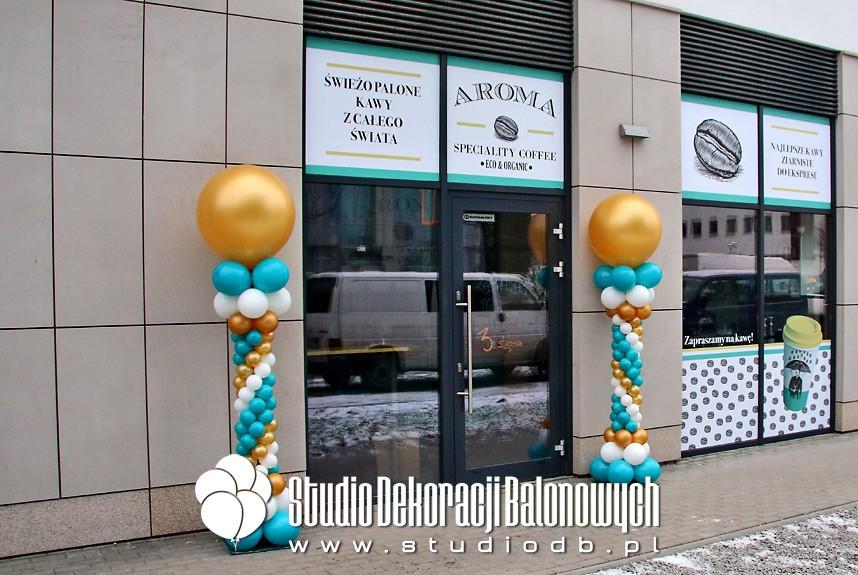 Kolumny balonowe na otwarciu kawiarenki Aroma Coffe