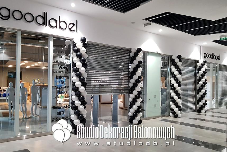 Słupy balonowe jako dekoracja na otwarcie sklepu