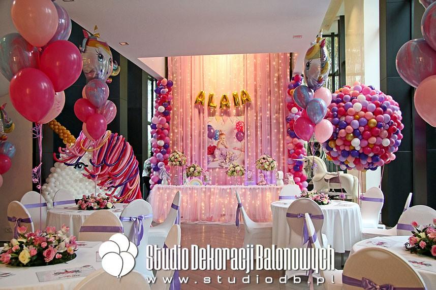 Dekoracje z balonów z okazji 1 urodzin w temacie Unicorn