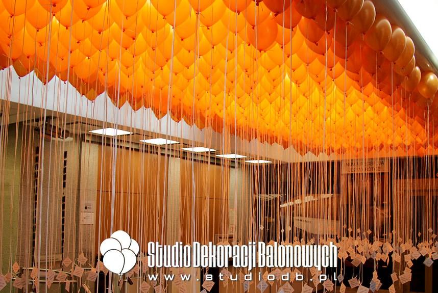 Balony z helem i karteczkami jako niespodzianka dla pracowników
