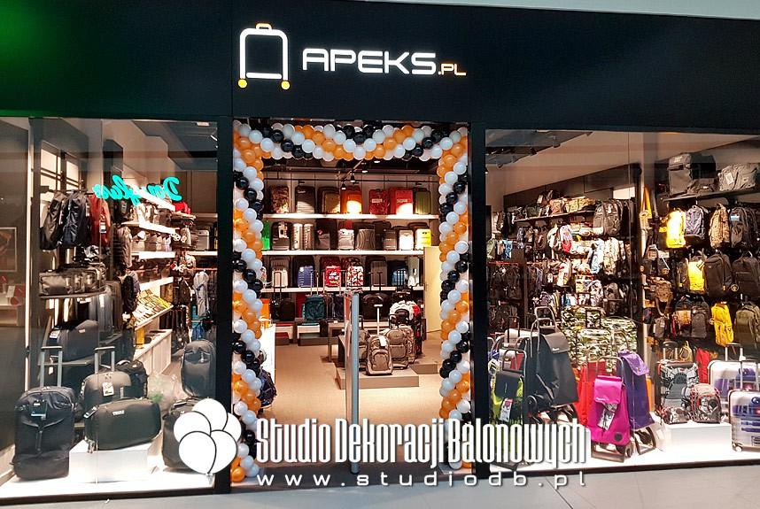 Brama z balonów jako dekoracja na otwarcie salonu marki Apeks w Galerii Północnej w Warszawie