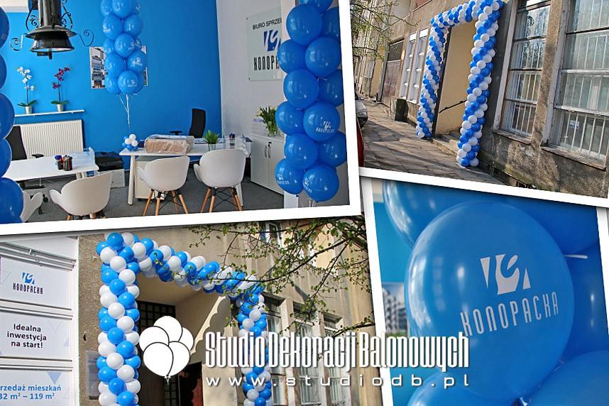 Brama z balonów, balony z helem oraz balony z nadrukami jako dekoracja na otwarciu biura nieruchomości