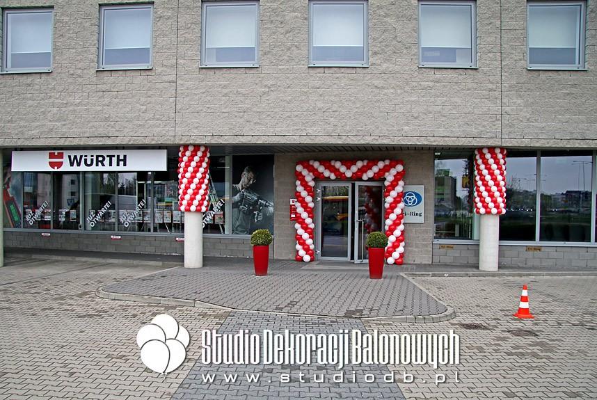 Brama z balonów oraz słupy otoczone balonami jako dekoracja Dni otwartych marki Wurth w Warszawie