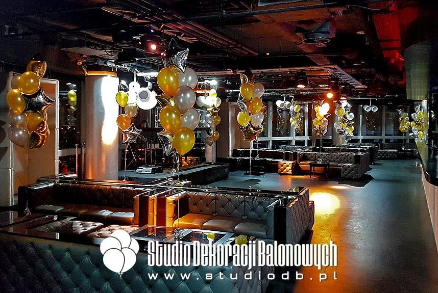 Lateksowe i foliowe balony z helem jako dekoracja imprezy firmowej w Klubie The View w Warszawie