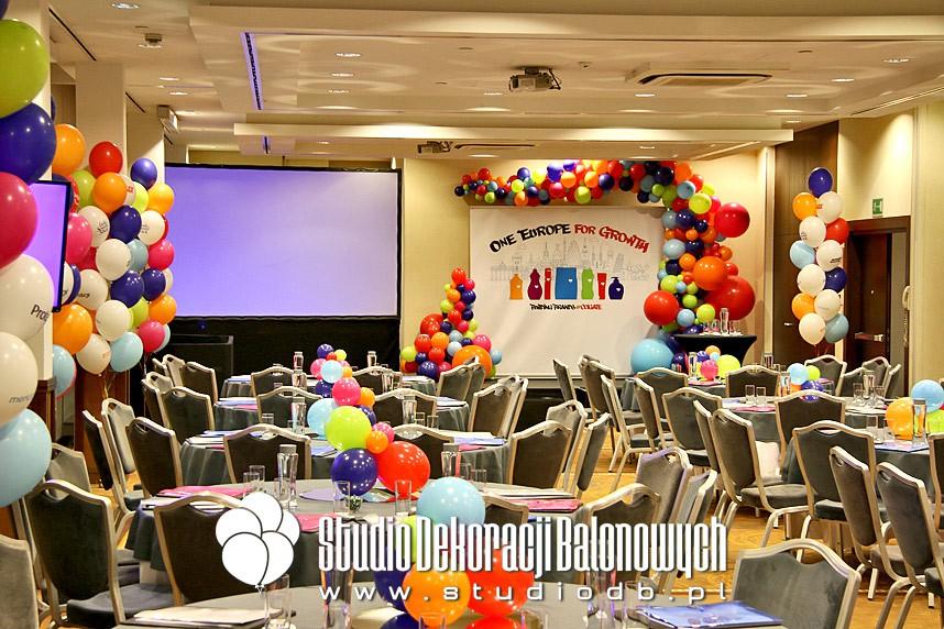 Dekoracje balonowe konferencji firmowej dla koncernu Colgate-Palmolive